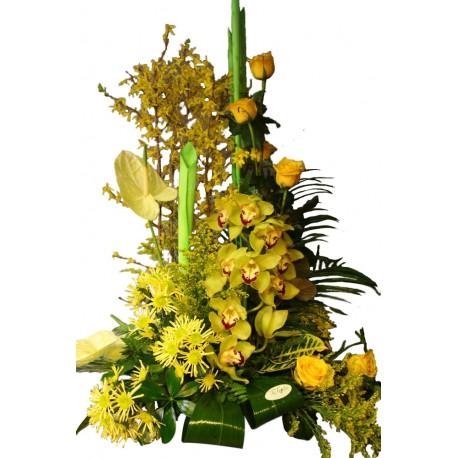 Centro amarillo con orquídeas (F146)